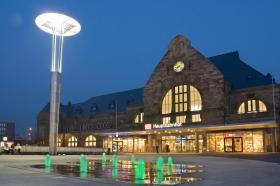 Hauptbahnhof in Aachen bei Nacht