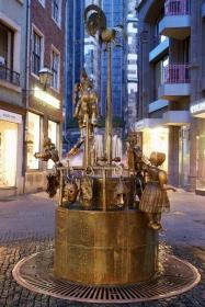 Der Puppenbrunnen in Aachen bei Nacht