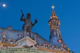 Rathaus mit Karl dem Großen