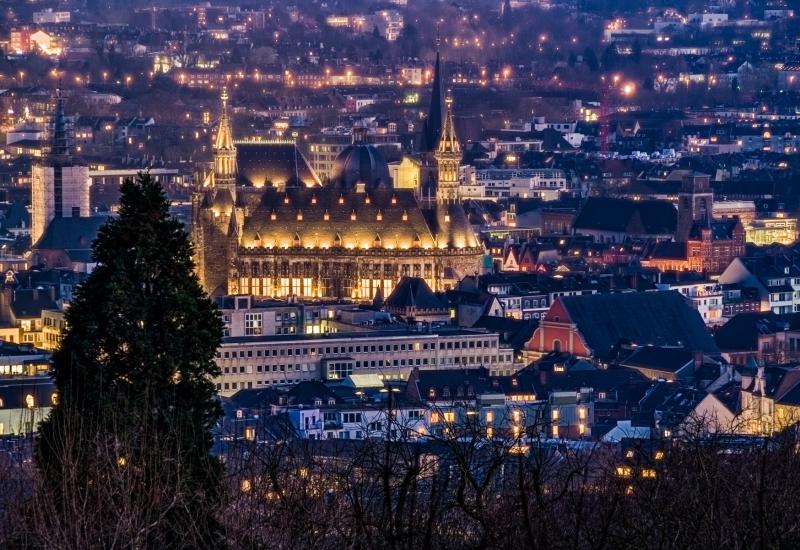 Rathaus und Dom in Aachen vom Lousberg aus gesehen