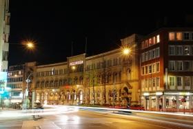 Alter Posthof in Aachen bei Nacht (Kapuzinerkarree)