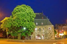 Das Ponttor in Aachen von außen