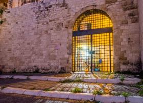 Tor zu Basilika San Nicola