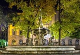 Fontana della Fiera Bergamo bij nacht