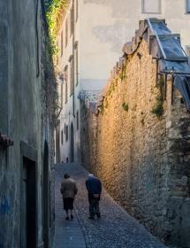 Een ouder echtpaar in Bergamo