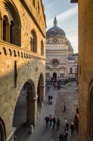 Palazzo Ragione met uitzicht op de Basilica di Santa Maria Maggiore