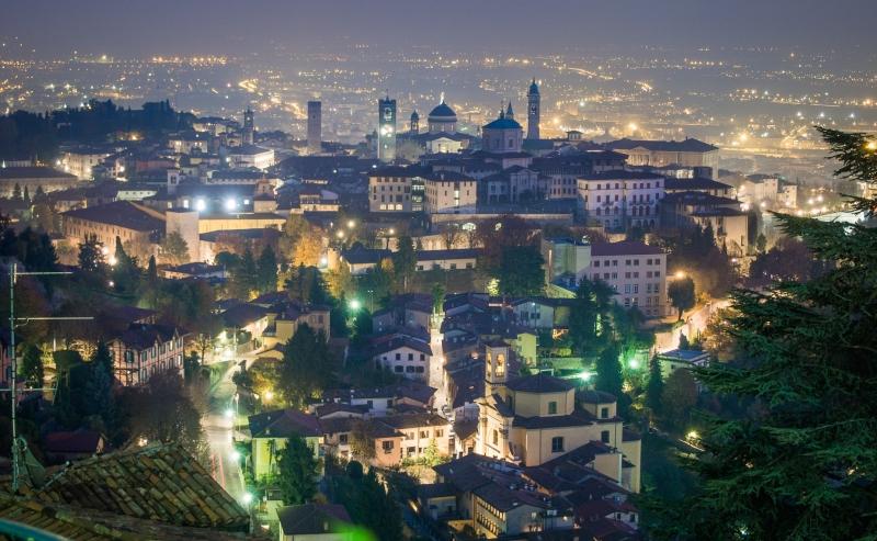 Bergamo - Panorama bij nacht