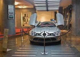 Berlin_Autohaus_Mercedes_SLR.jpg