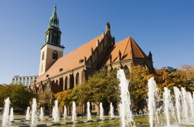 Berlin_Kirche_Brunnen.jpg