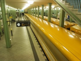 Berlin_Ubahn_Station.jpg