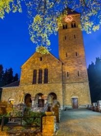 Kerk van Haanrade op de avond