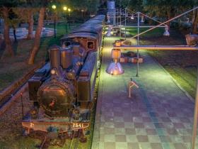 Dampflok am Bahnsteig in Kalamata
