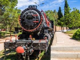 Dampfzug am Bahnhof Kalamata