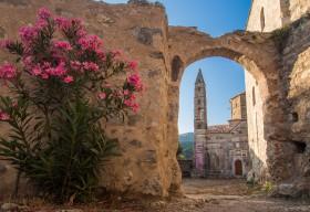 Agios Spyridon Kirche im restaurierten Alt-Kardamili