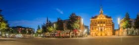Panorama van de Markt in Kerkrade \'s nachts
