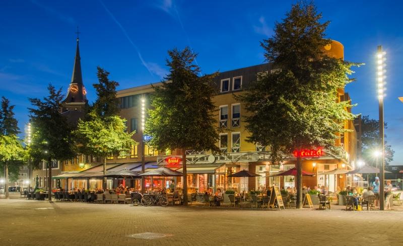 Kerkrade centrum: Het marktplein van Kerkrade tijdens het blauwe uurtje