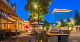 Kerkrade markt bij Grandcafé Jules tijdens het sfeervolle en gezellige avondlicht