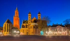 Hoofdwacht, Sint Servaasbasiliek en Sint Janskerk aan het Vrijthof Maastricht