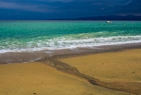 Mündung am Strand von Mikro