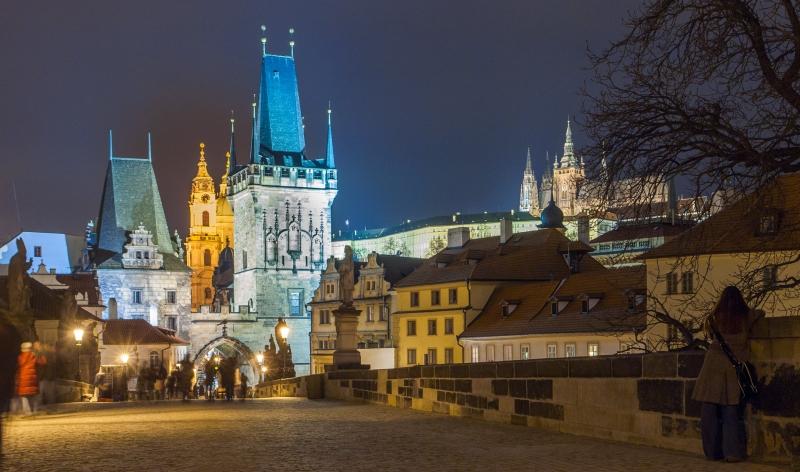 Karlsbrücke Prag bei Nacht