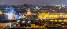 Panorama over Praag met de Karelsbrug
