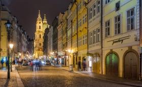 Sint-Nicolaaskerk in Praag bij nacht