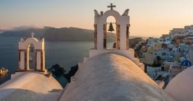 Santorini - Ekklisa Panagia Agion Panton in Oia met zonsondergang