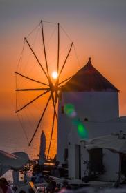 Santorini - Zonsondergang achter een Molen in Oia