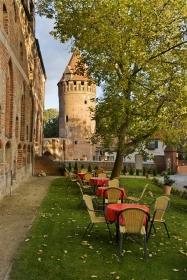 Innenhof des Schloss Tangermünde mit Gefängnisturm