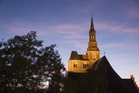 Stephanskirche Tangermünde bei Nacht mit Beleuchtung