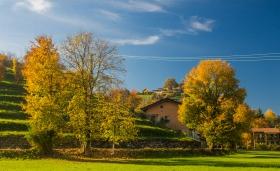 Een terassenheuveltje in Bergamo met prachtige herfstkleuren